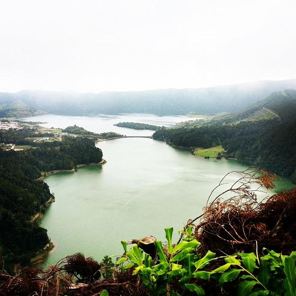 Der Kratersee, gehen vom Vista do Rei. Allerdings bei dicken Nebelschwaden.